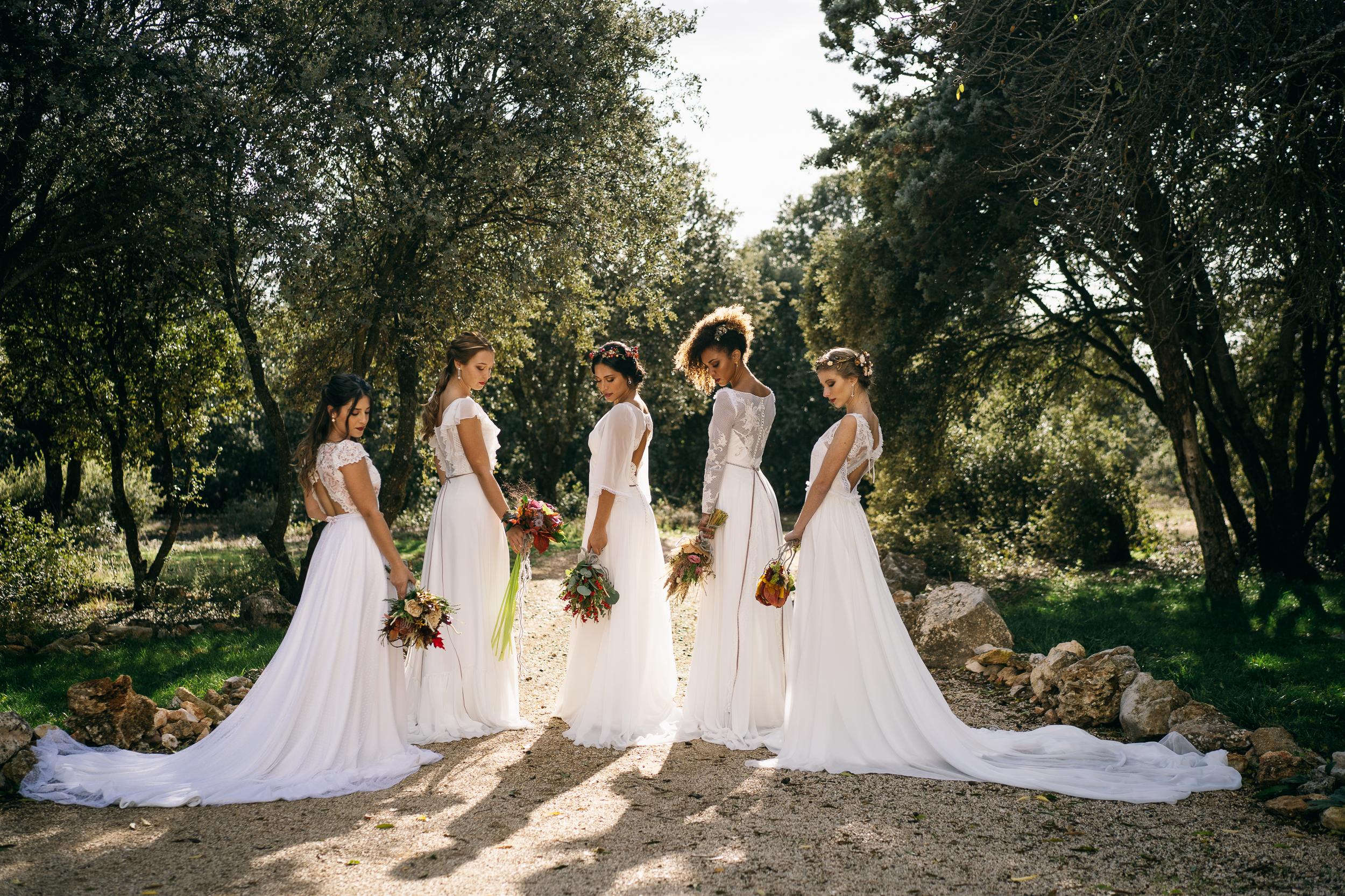 cinco novias posando